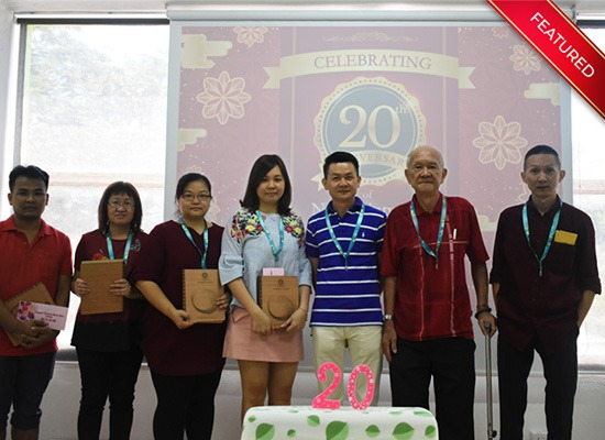 We celebrated 20th Anniversary (1997-2017) during the CNY celebration and presented the Long Service Award to employees who has contributed for more than 10 years. From the right, Mr. Tony Teh, Mr. Teh Beng Khoon, Mr. Teh Leong Sim, Ms. Siu Teng, Ms. Agnes Chang, Ms. Ng and Mr. Kyaw.