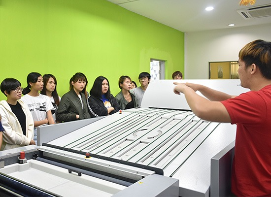 Students were briefed by staff about the process flow in CtP production.