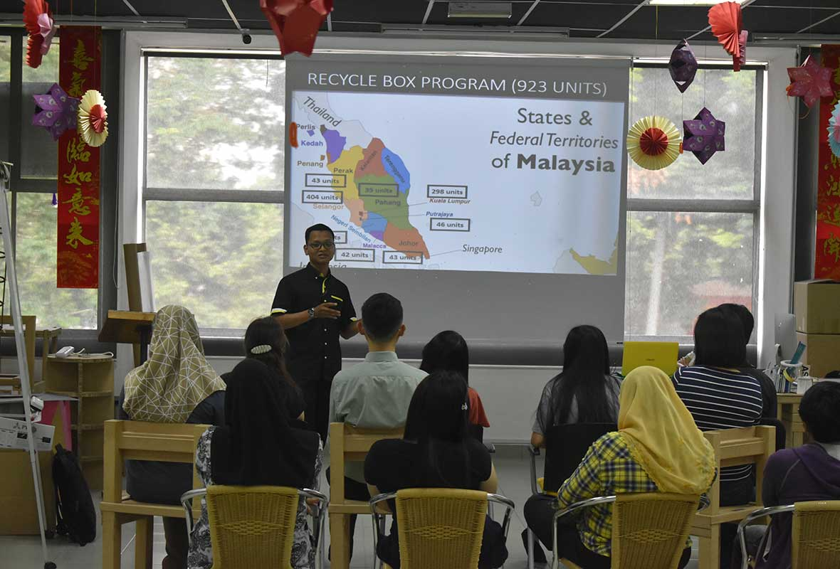 Mr Zaki Suratman from Life Line Clothing Malaysia Sdn Bhd was presenting a talk entitled 'Second Life' to the staff of Nets Group during the Swap-Up Day.