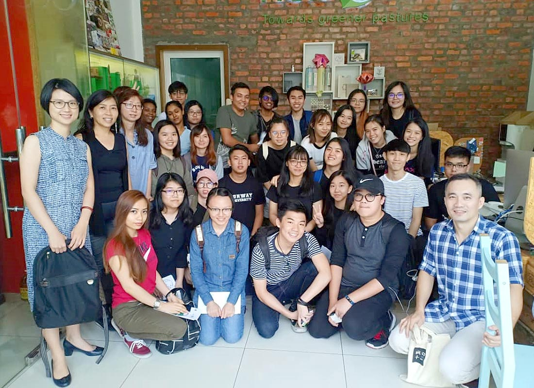 A group photo with students and lecturers from Sunway University.
