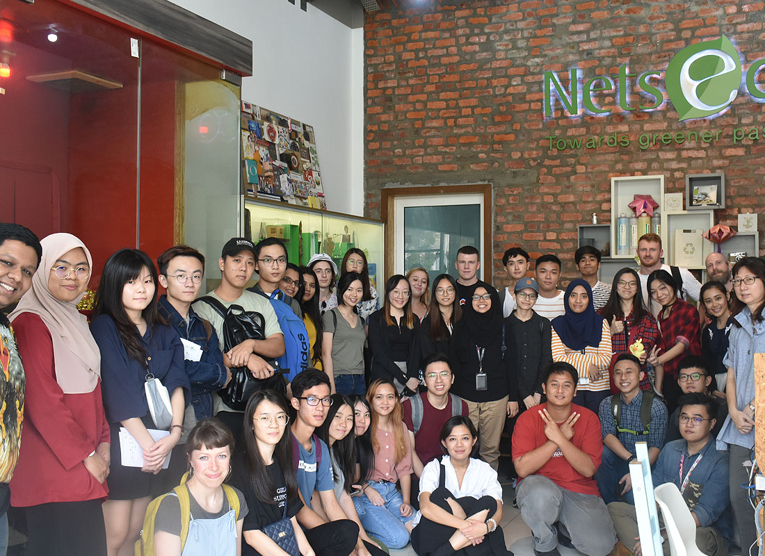 A group photo with the students and lecturers from INTI International University and College. We have received a visit of 39 students and 3 lecturers from INTI International University and College which including 8 students and 1 lecturer from Sheffield Hallam University, an INTI Collaborating University.