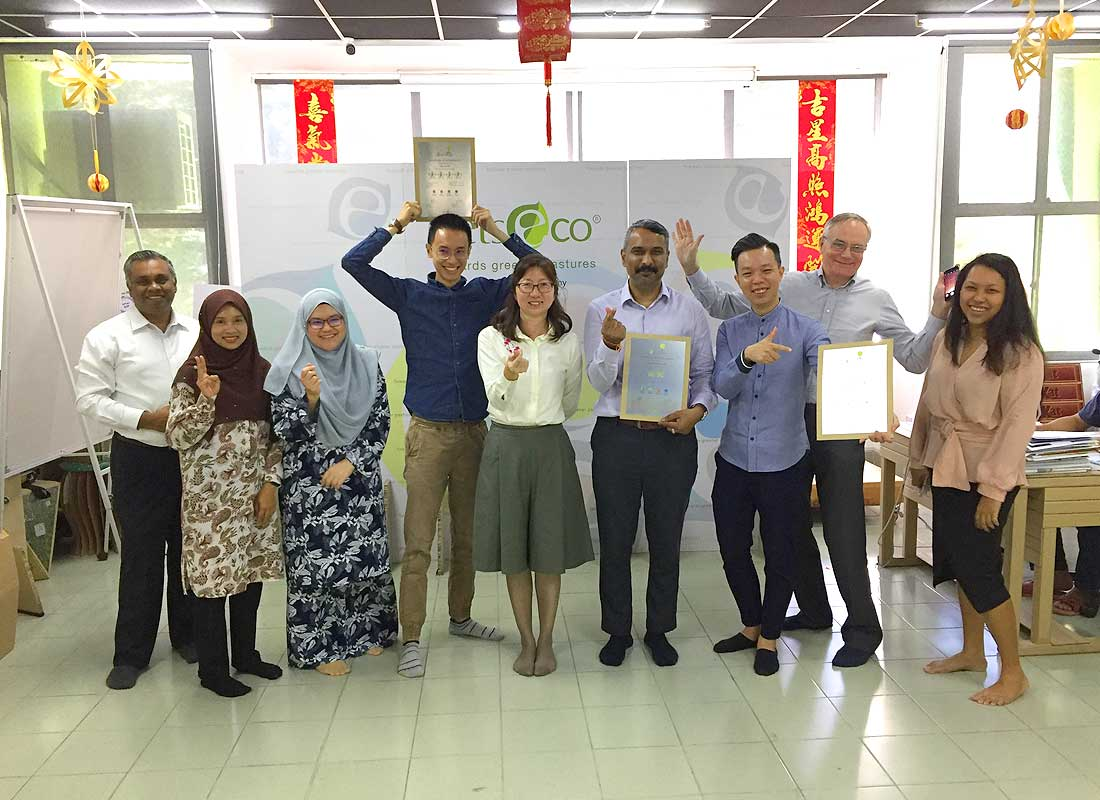 Ms. Teh Soo Tyng (Programme Director of EOIP) presented the certificates to Mr. Kelson Kee (Junior Chamber International (JCI) Petaling Jaya), Mr. Ramakrishna Damodharan, Managing Director of Adipven (M) Sdn Bhd, and Mr. Lim Tik Hau, founder and principal designer of Haus Studio.